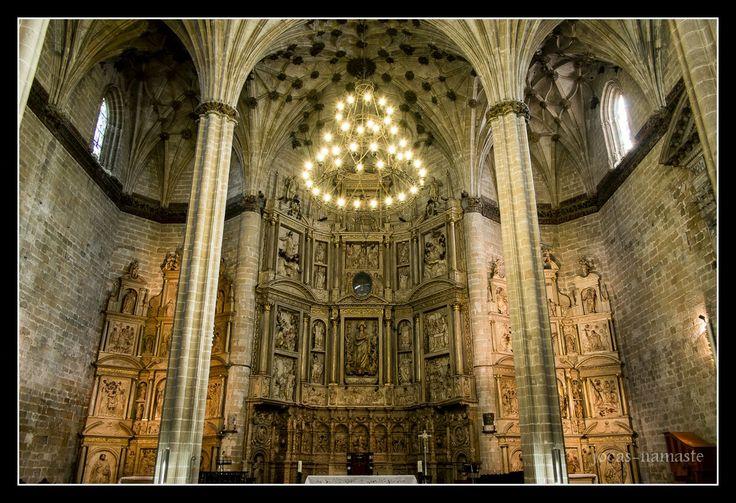 """namaste: """"Un paseo por la Catedral de Barbastro""""."""