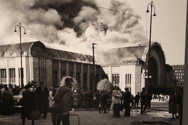 14. Helsingin rautatieasema palaa (Pekka Kyytinen, 1950)