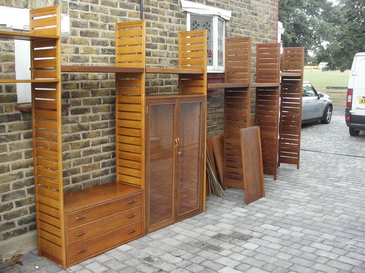 Large quantity of Ladderax shelving. Some heavy duty shelves. in Antiques…