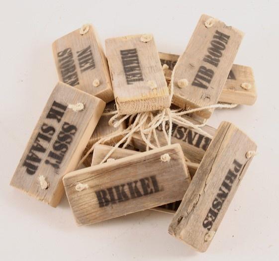 Steigerhouten tekstlabels