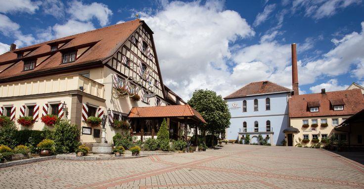 Hotel Landwehr-Bräu *** Ein perfekter Standort für Wandervögel und Pedalritter. Das Landwehr-Bräu-Hotel liegt in Steinsfeld, 10 Kilometer nördlich von Rothenburg ob der Tauber. Die dörfliche Idylle lädt zum Durchatmen ein und die Rad- und Wanderwege zu Exkursionen in die Umgebung.
