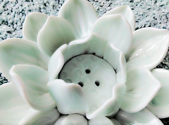 Lotus King : Ceramic sculpture / Incense Burner for by Poarttery