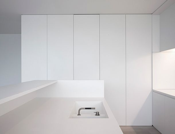 El blanco es bello: vivienda minimalista de Pascal Bilquin y Minus