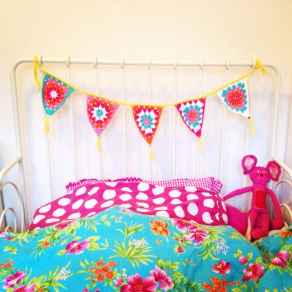 Crochet bunting / gehaakte vlaggetjes van www.averyhappyeveryday.com