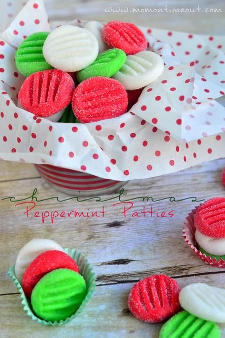 Easy Christmas Peppermint Patties recipe via MomOnTimeout.com #Christmas #candy #recipe