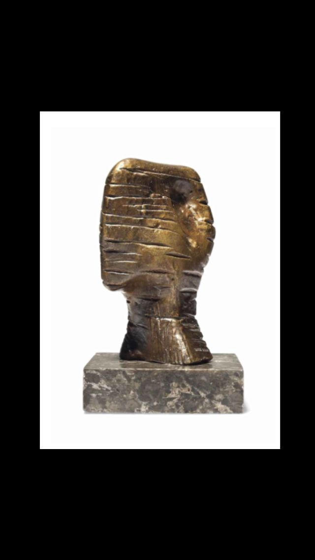 "Henry Moore - "" Small Head Strata "", conceived in 1960 - Bronze with a gold brown patina - Height : 11,8 cm"