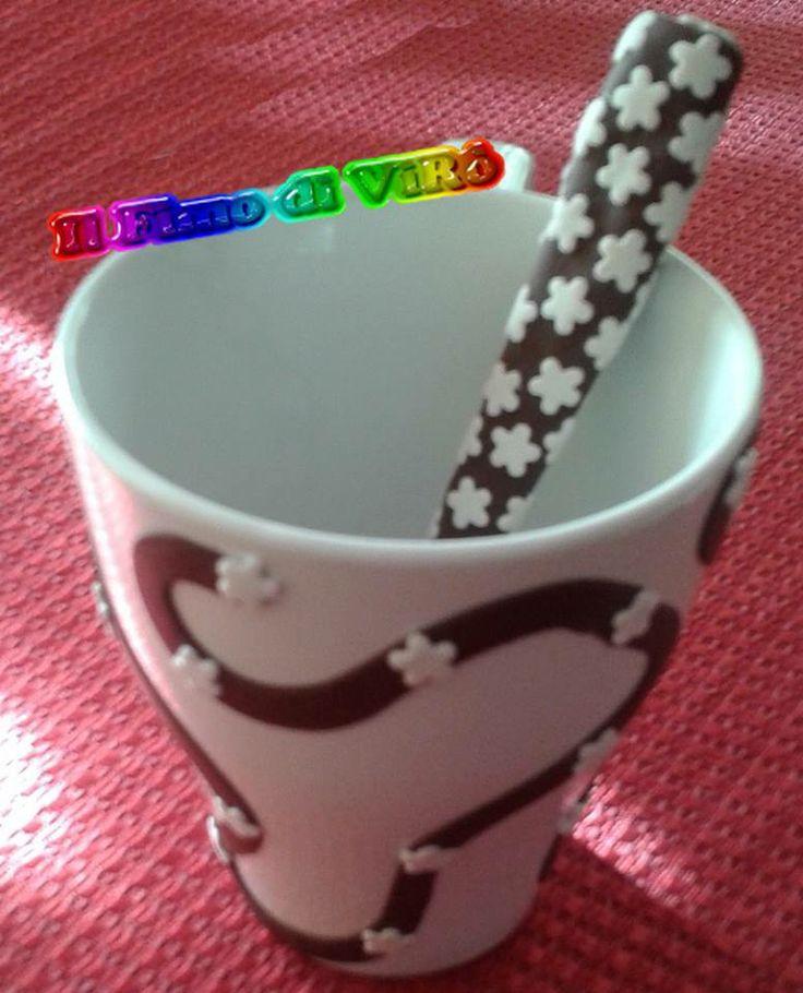 Tazza e cucchiaino decorati in fimo