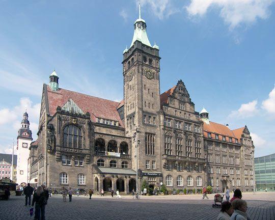 Neumarkt mit Kaufhaus Galerien, hypermoderne Chemnitzer City - tourbee.de