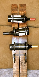 Las tablillas de un viejo barril las podrás convertir en herramientas para almacenar tus botellas de vino.