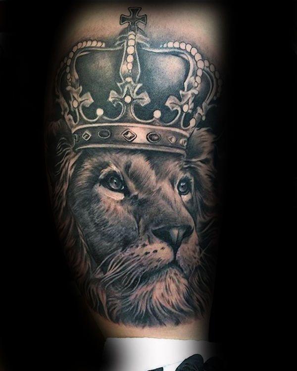 Значение тату лев с короной – информация про историю рисунка и примеры татуировок на фото.
