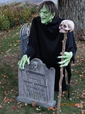 when is halloween haunt open till