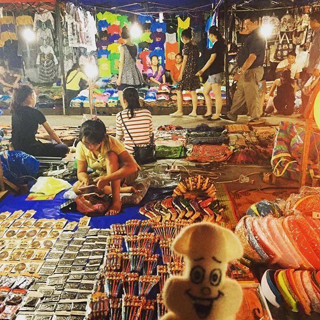 ナイトマーケット💫2  #ラオス #ルアンパバーン #ナイトマーケット #laos🇱🇦 #ruangprabang #ラオビア #beerlao #nightmarket #asian #travel #World #journey  #旅 #世界 #アジア #肉 #串 #クレープ #シェイク #のどか #人少ない #夜市