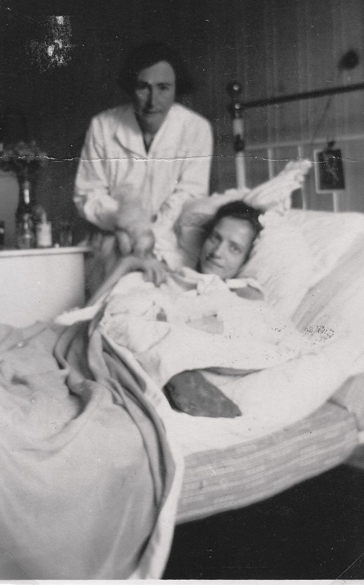 Harriet Von Rathlefkeilmann Tending To The Ailing Anna Anderson (most  Famous Of The