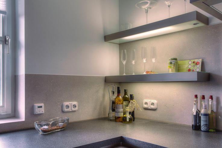 k che r ckwand hinter k chenarbeitsfl che mit terra stone mineralischer effektputz www. Black Bedroom Furniture Sets. Home Design Ideas