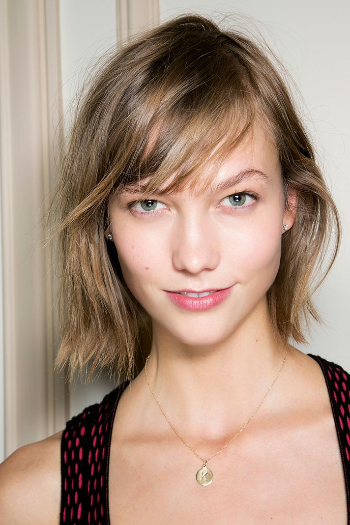 10 Effortless Hairstyles for Short Hair | Karlie Kloss - choppy bob with side swept bangs