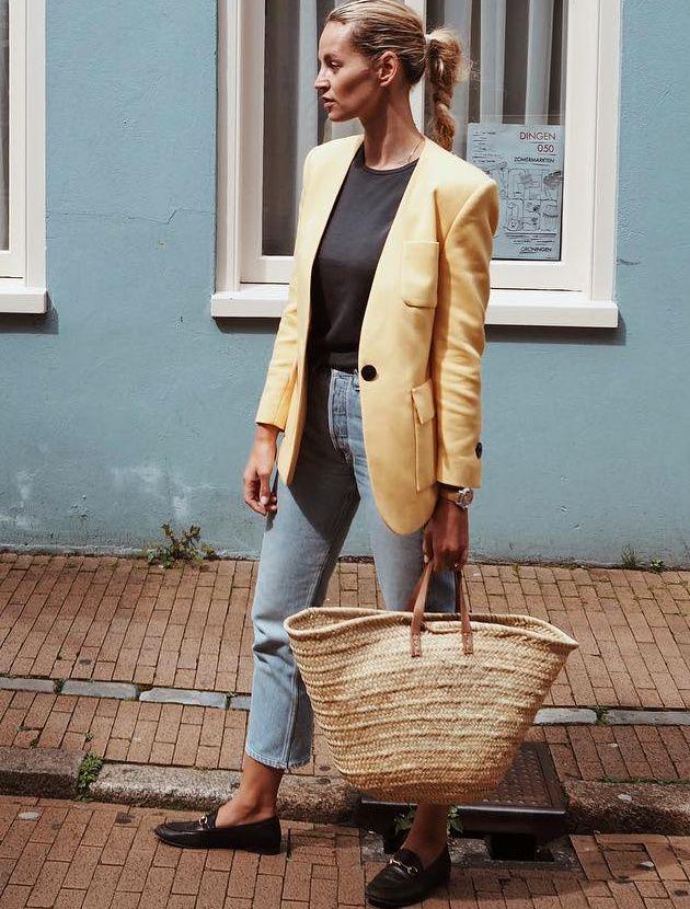 L'épure des blazers sans col ne manque pas d'élégance (blazer By Malene Birger - photo Anouk Yve)