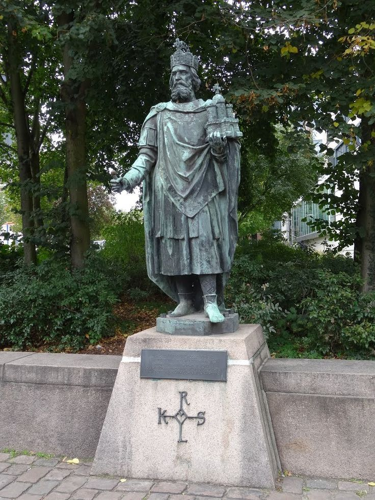 Hamburg – Kaiser Karl der Große. – Saint Charlemagne (Carolus Magnus), Holy Roman Emperor. – Charlemagne or Charles the Great (742/747/748 – 814), numbered Charles I, was the King of the Franks from 768, King of the Lombards from 774 and Emperor of the Romans from 800. He united much of Europe during the early Middle Ages. He was the first recognised emperor in western Europe since the fall of the Western Roman Empire three centuries earlier. The expanded Frankish state that Charlemagne…