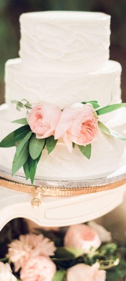 Dream Wedding™ via @swisschicboutiq. #bridal #weddingcakes