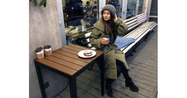 Пуховик-одеяло является главным трендом сезона. Ярким модницам стоит забывать о стиле, отдавая предпочтение теплу и комфорту. Общественный транспорт, суровый климат наших зим и причудливые капризы погоды больше не встанут на пути к самому уютному времени года. Отдать предпочтение главным fashion
