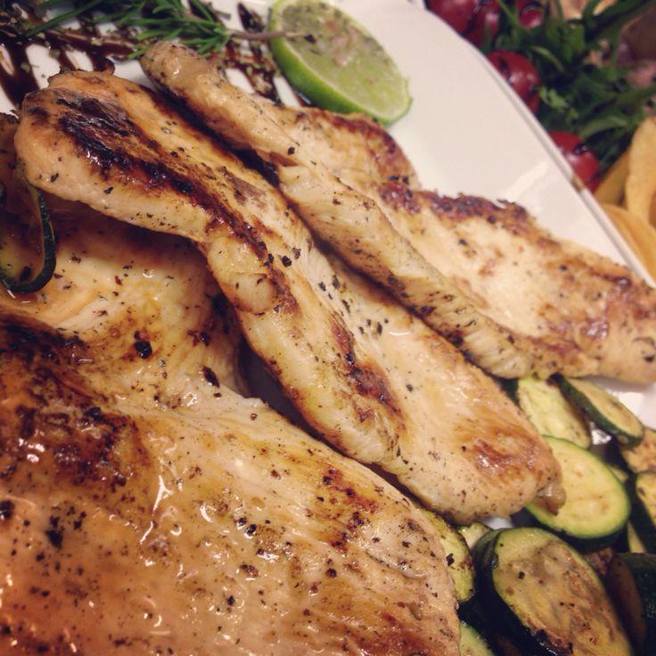 Petto di pollo marinato al lime, tequila e pepe rosa.