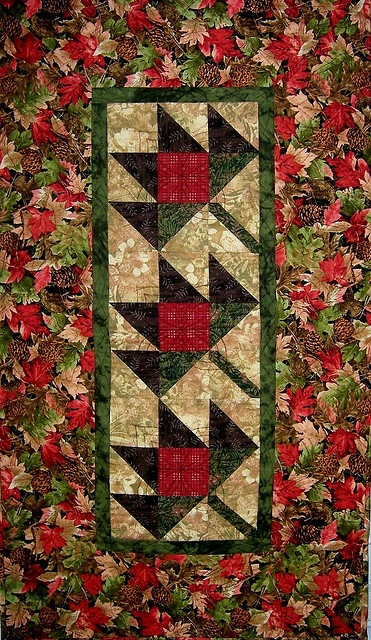 Maple Leaf Quilt Pattern Table Runner : Best 25+ Fall Table Runner ideas on Pinterest Quilt table runners, Quilted table runners and ...
