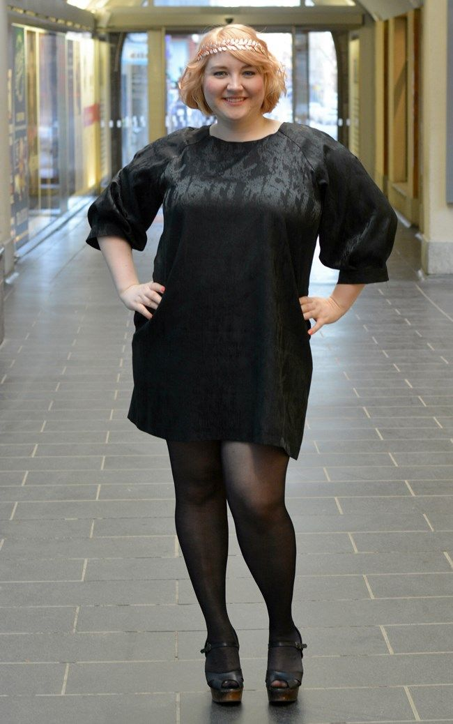 Oi mutsi mutsi blogger Elsa wearing Ivana Helsinki dress and shoes.