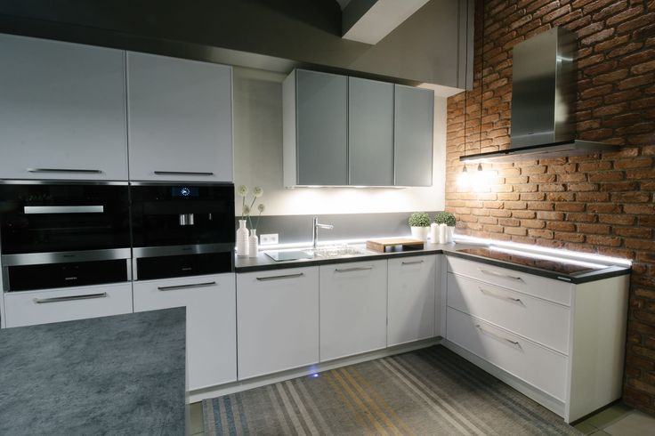 Beautiful modern kitchen with brick elements / Kuchnia z elementami cegły