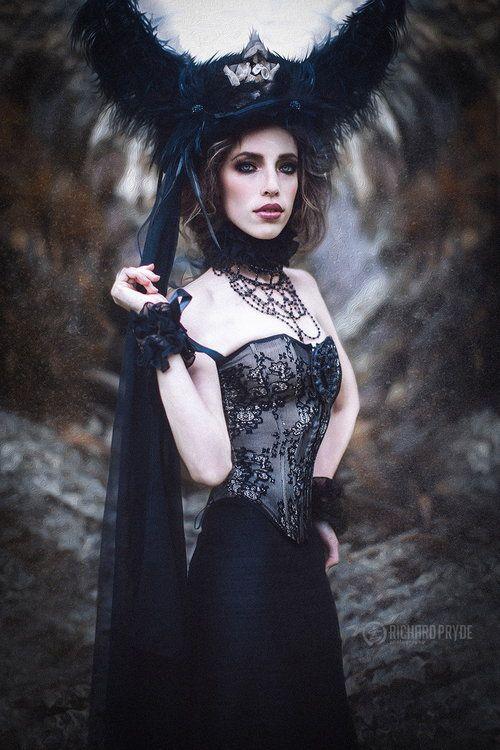 Gothic Queen | Dark Queen | Gothic fashion, Gothic beauty ...