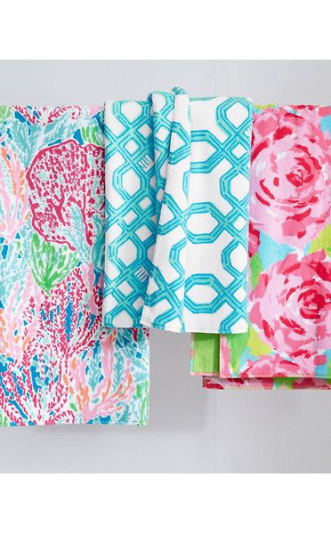 "Lilly Pulitzer® Sister Florals Towels Bath towel in the pattern ""Well Connected"" the blue one in the middle ."