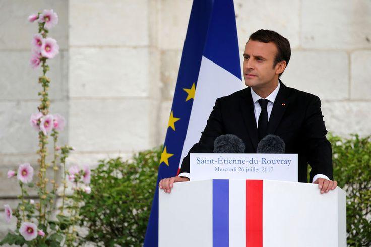 Emmanuel Macron a rendu hommage aupère Jacques Hamel, assassiné il y a un an par deux djihadistes dans son église de Saint-Étienne-du-Rouvray, où une...