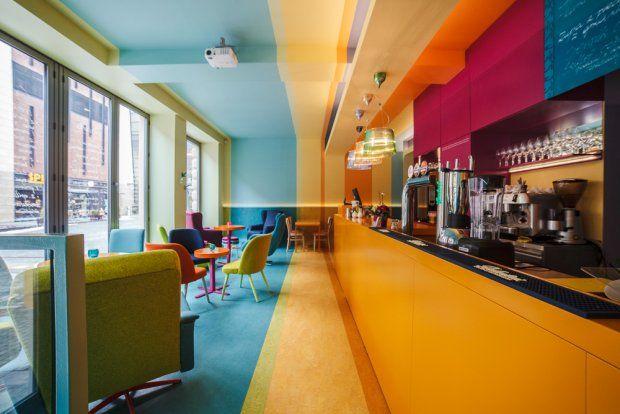 Nowoczesne wnętrze zdominowane jest przez feerię barw. Autorkami projektu są Olga Sietnicka / Bloogarden i Anna Kobyłka / Kolorama.