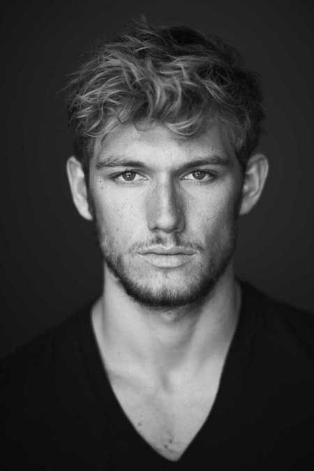 Medium short haircuts for men with curly hair