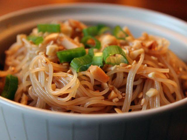 Ammazza Che Fame: Spaghetti di riso con soia e sesamo-Rice Noodles with peanuts and sesame