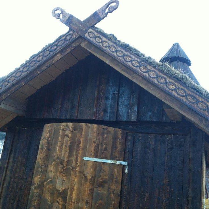 """1 likerklikk, 1 kommentarer – Arild (@a_tuxen) på Instagram: """"#woodenframe #grindbygg #stavbygg #vikings #lavvo Lavvoen i Bø, Vik, Del 8"""""""