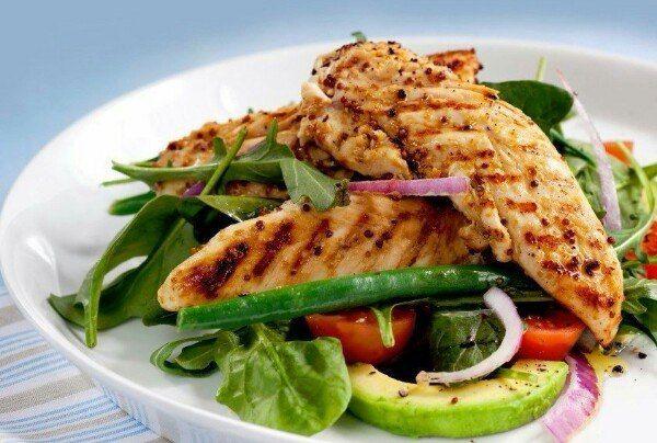 С чем сочетать куриную грудку: 15 простых и вкусных идей🍗🍏🍅🍆    1. Куриная грудка + винегрет  2. Куриная грудка + брокколи  3. Куриная грудка + цветная капуста  4. Куриная грудка + салат из рукколы, с добавлением оливкового масла  5. Куриная грудка + гречка + помидорки  7. Куриная грудка + овощной салат (морковь + брокколи + сладкий перец + лук)  8. Куриная грудка + ржаной хлебец + сыр  9. Куриная грудка + фасоль и горошек, измельчите их блендером, добавьте чеснок и чуть-чуть оливкового…