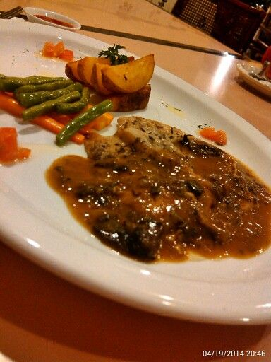 Chicken Steak with Mushroom Sauce… #GaremGarem #GoodFood #Bandung #Indonesia