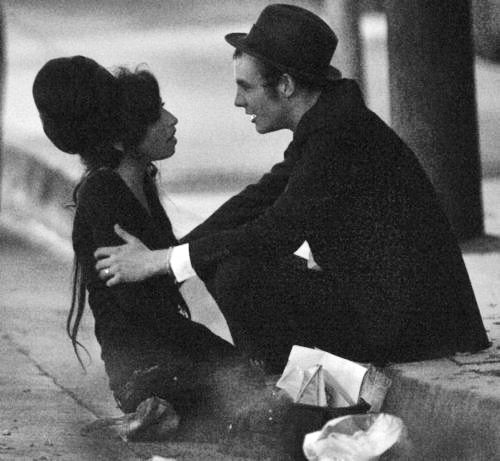 This pic just makes me feel so sad. Love really IS a loosing game! amy winehouse and blake