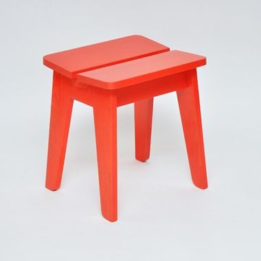 red stain Ineke Hans stool at Galerie CO