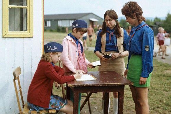 Ferienlager der FDJ in der #DDR ---- Holiday camp run by the #FDJ in the #GDR