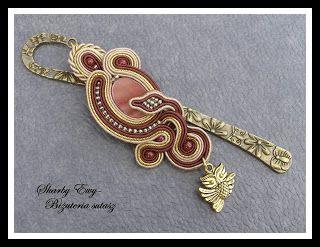 """#sutasz #soutache #biżuteria #jewellery Elegancka zakładka do książki w kolorach brązu, beżu i złota... z wesołą sówką W tym sutaszu połączyłam dwie epoki złota- jasne, """"nowe"""" i błyszczące oraz """"stare, antyczne złoto""""..."""