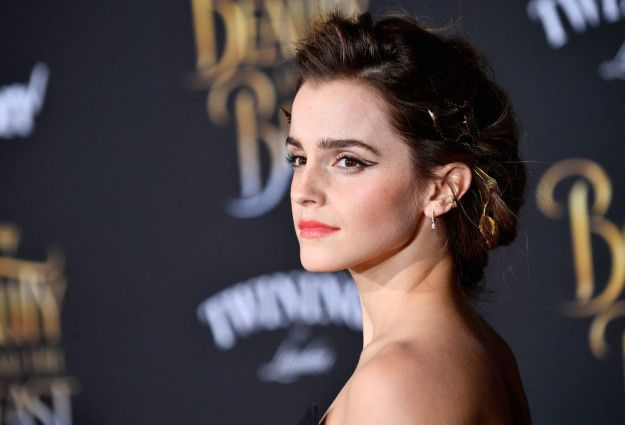 """Emma Watson is currently doing a bunch of interviews to promote her new film Beauty and the Beast.   Stop Everything, The Cast of """"Harry Potter"""" Have A Group Chat"""
