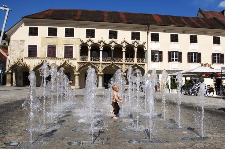 Hauptplatz von Bruck an der Mur mit dem gotischen Kornmesserhaus