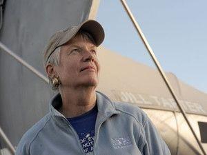 Veinte años de 'Contact': cuando Jodie Foster nos hizo creer que encontraría vida extraterrestre. La verdadera Jill Tarter. (Foto: SETI). Como pocas películas lo han logrado hasta el momento, este film de ciencia ficción protagonizado por Jodie Foster y basado en un libro de Carl Sagan y Ann Druyan ha influido en la búsqueda de señales de vida más allá de la Tierra.
