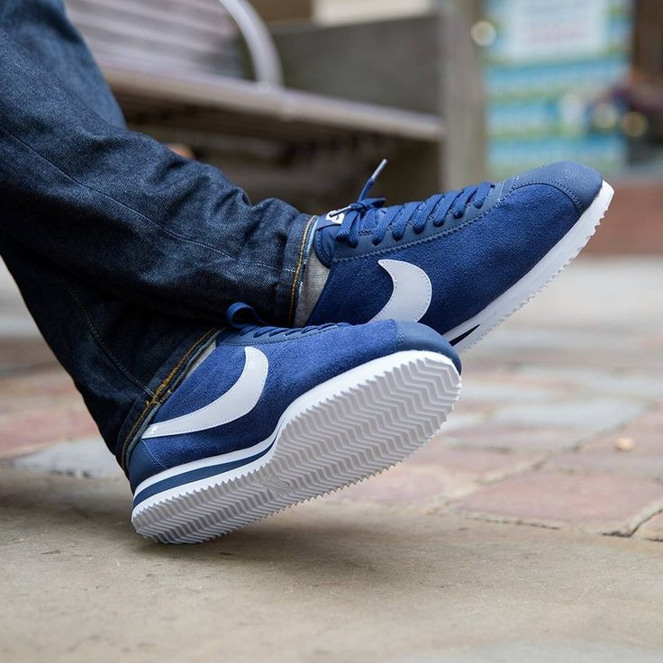 navy blue nike cortez on feet