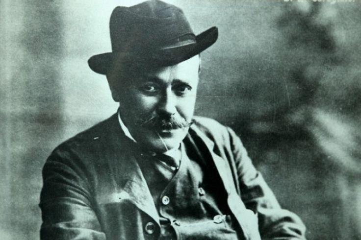 """Despre """"spiritul lui Caragiale"""", cu acad. Eugen Simion http://www.antenasatelor.ro/dialoguri-memorabile/7929-despre-%E2%80%9Espiritul-lui-caragiale%E2%80%9D,-cu-acad-eugen-simion.html"""