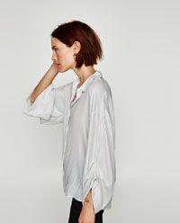 BLUSA FLUIDA RAYAS de Zara. 29.95€