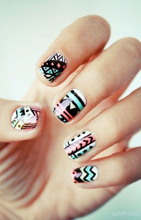 Un nail art tribal et coloré !
