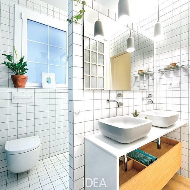 Ingat keramik kotak putih yang sering digunakan pada kamar mandi zaman dulu? Kini material ini kembali in. Padukan dengan model kabinet dan perangkat terkini agar kamar mandi tampil modern. Bagaimana menurutmu, suka tampilan keramik putih pada kamar mandi? . #kamarmandi #desainkamarmandi #bathroom #bathroomdesign #homedesign #desainrumah #homedecor #homeideas #homeinspiration #interiordesign #desaininterior