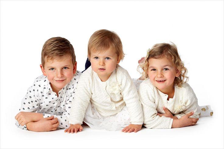 3 engeltjes op een rij! #broer #zus #fotografie #kinderfotografie #kinderfotograagpatrick
