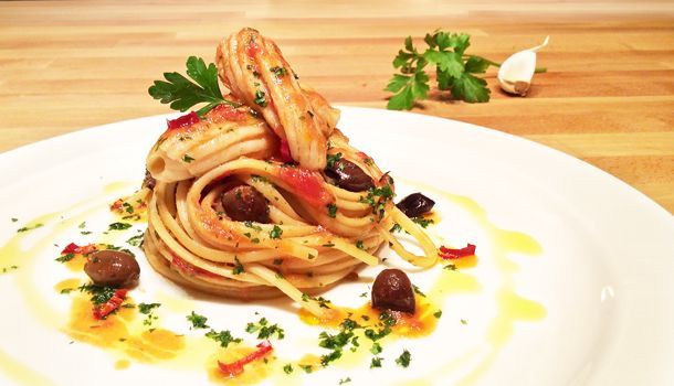 """Linguine with Ray Wings in Guazzetto"" recipe Ray fish has a very delicate and juicy meat. In this recipe you learn how to make a guazzetto: a light, moist tomato and fish sauce for pasta."